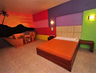 Themed Rooms with its own garage